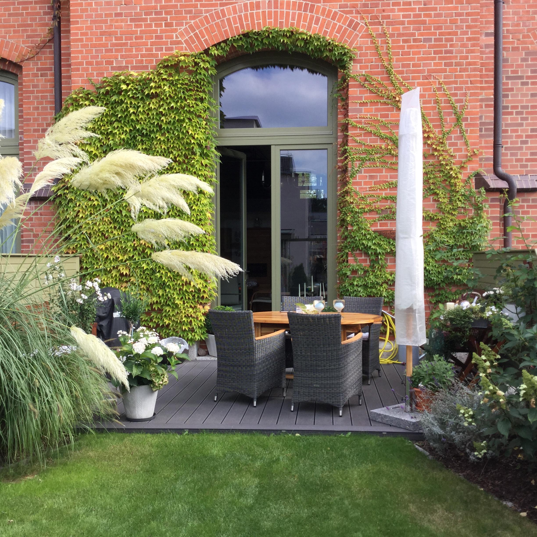 terrasse mit wpc cheap wpc dielen eignen sich als oder gartenboden with terrasse mit wpc cool. Black Bedroom Furniture Sets. Home Design Ideas